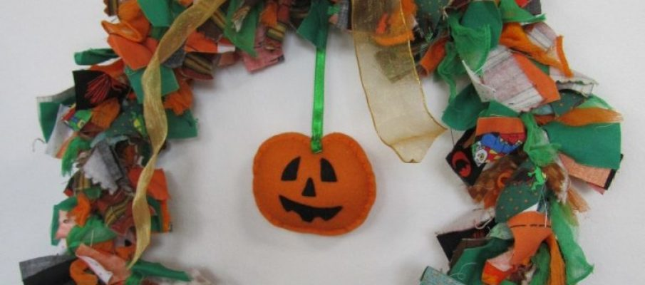 How to make a Halloween Raggy Wreath by Raggedy Annie